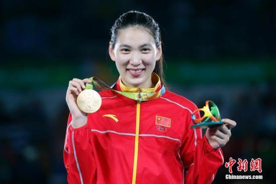 当地时间8月20日,2016里约奥运会跆拳道女子67公斤以上级决赛,中国选手郑姝音以5-1战胜墨西哥选手埃斯皮诺萨,获得金牌。这是中国代表团在本届奥运会上的第25枚金牌。<a target='_blank' href='http://www.chinanews.com/' >中新网</a>记者 盛佳鹏 摄