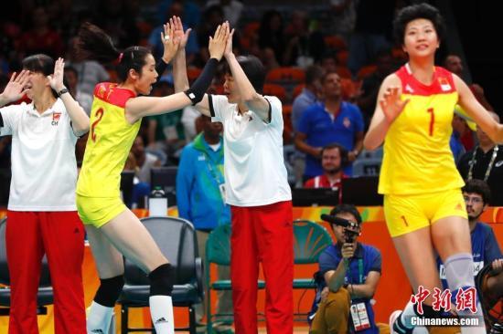 当地时间8月20日,2016里约奥运女排决赛,中国队3:1战胜塞尔维亚队夺得冠军。<a target='_blank' href='http://www.chinanews.com/' >中新网</a>记者 富田 摄