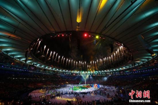 当地时间8月21日,2016里约奥运会闭幕式在马拉卡纳体育场内举行。/p中新网记者 盛佳鹏 摄