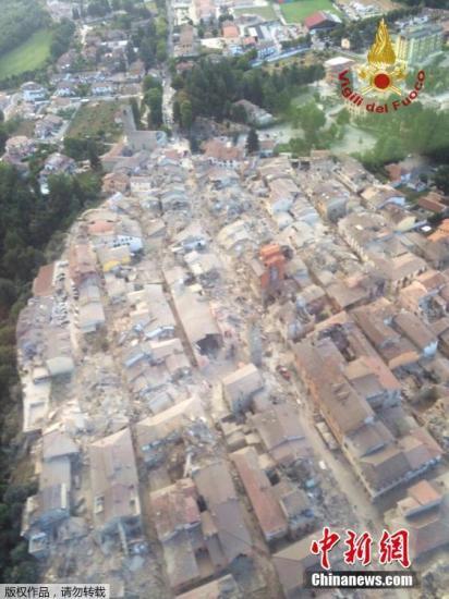 航拍地震灾区。