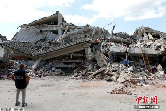 当地时间8月24日凌晨,意大利中部地区发生6级以上地震。意大利民防机构发布官方数据,称地震已造成至少45人死亡,另有150人失踪,死亡人数很可能还要上升。意大利城市PESCARA DEL TRONTO至少有150人在地震后失踪。阿库莫利市长佩特鲁齐在接受电话采访时表示,该市距离地震的震中仅两公里,其一半建筑物被毁,大量人员被埋在废墟之下。