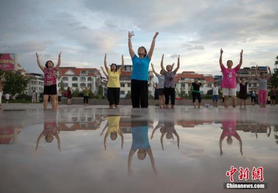 资料图:广场舞是老年人中很流行的运动方式。 <a target='_blank' href='http://www.ricasputas.com/'>中新社</a>记者 刘关关 摄