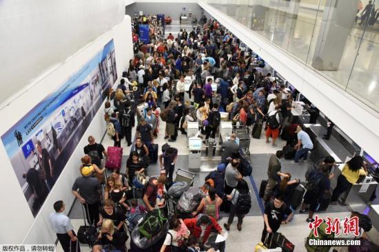 资料图片:洛杉矶机场。