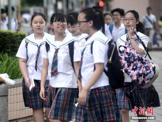 资料图:香港学生。中新社记者 谭达明 摄