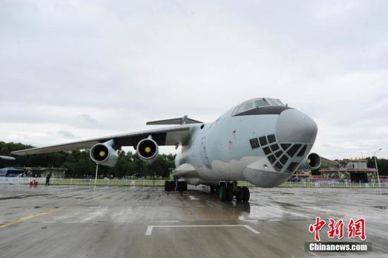 资料图:中远程军用战略战术运输机伊尔-76型飞机。 张瑶 摄