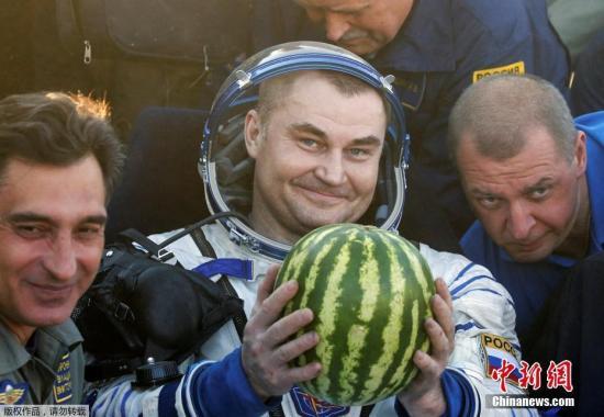 当地时间2016年9月7日,哈萨克斯坦杰兹卡兹甘,联盟TMA-20M载人运输飞船顺利着陆,宇航员阿列克谢・奥夫奇宁、奥列格・斯克里波奇卡和美国宇航局宇航员杰弗里・威廉姆斯安全返回。