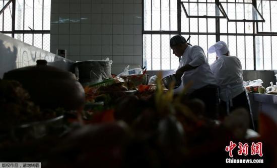 资料图:一监狱举办烹饪大赛,多个监狱的服刑人员比拼厨艺。