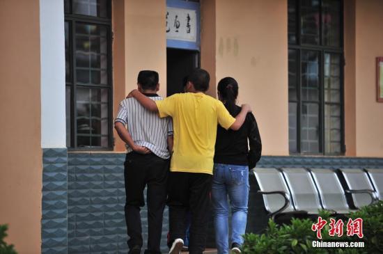 资料图:未成年戒毒者与家人叙亲情 <a target='_blank' href='http://www.chinanews.com/'>中新社</a>记者 刘冉阳 摄
