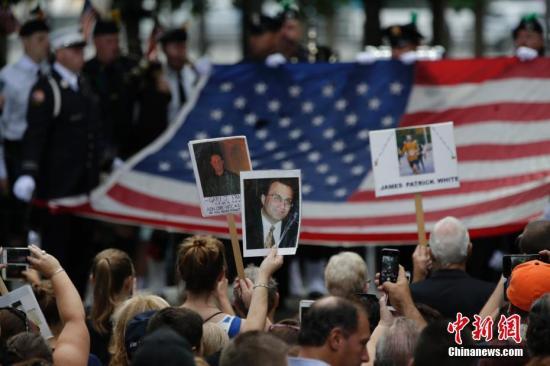 """资料图:当地时间2016年9月11日,""""911""""15周年纪念活动在美国纽约911纪念公园举行。 <a target='_blank' href='http://www.chinanews.com/'>中新社</a>记者 廖攀 摄"""