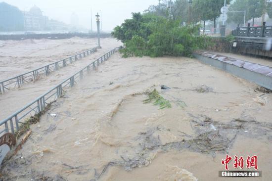 """台风""""莫兰蒂""""引发山洪 温州3座百年廊桥被冲毁"""
