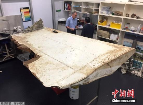 资料图:马航MH370客机的残骸。