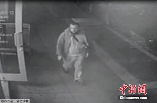 拉哈米出现在新泽西警方提供的视频监控画面中。拉哈米在新泽西州林登市被逮捕,联邦调查局(FBI)的威廉・斯威尼说,两名警察在逮捕拉哈米的过程中受伤。