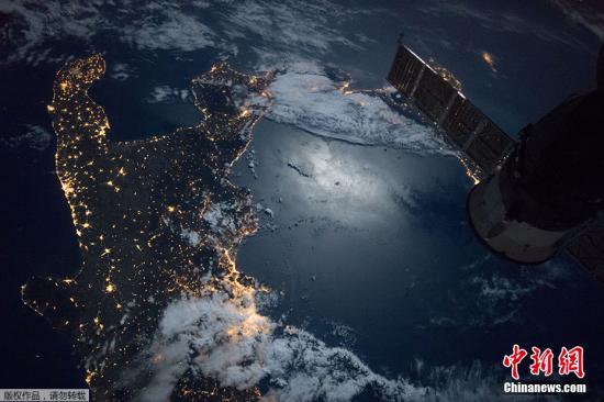 资料图:宇航员拍摄的地球夜景图像。