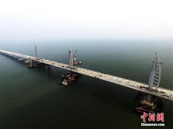 资料图 施工中的港珠澳大桥九洲航段桥。 <a target='_blank' href='http://www.chinanews.com/'>中新社</a>记者 陈骥�F 摄