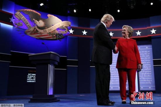 资料图:特朗普与希拉里在2016年美国总统大选中进行辩论。