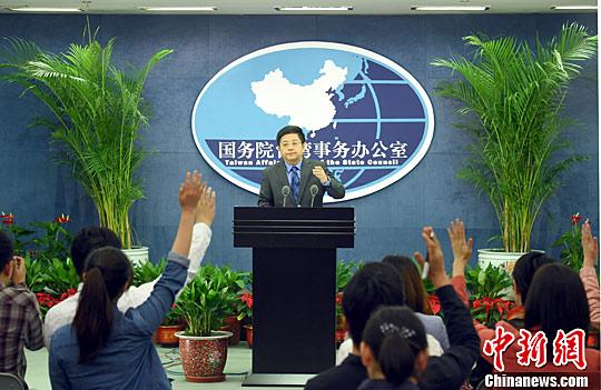 资料图:国务院台办新闻发言人马晓光在北京举行的例行新闻发布会上回答记者提问。记者 张勤 摄