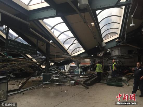 当地时间9月29日,美国新泽西州霍博肯,一列火车撞上站台,或造成大量人员伤亡。图片来源:CFP视觉中国
