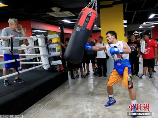 当地时间2016年9月28日,菲律宾帕赛市,世界冠菲律宾拳王、参议员曼尼·帕奎奥在体育馆训练,备战将于下月在拉斯维加斯举行的比赛。