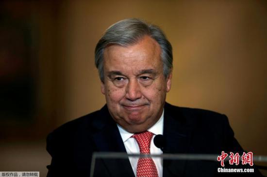 当地时间10月6日,联合国安理会15个成员国一致同意,向第71届联大提名葡萄牙前总理、联合国前难民事务高级专员古特雷斯接替潘基文,担任下一任联合国秘书长。图为古特雷斯在里斯本出席发布会。
