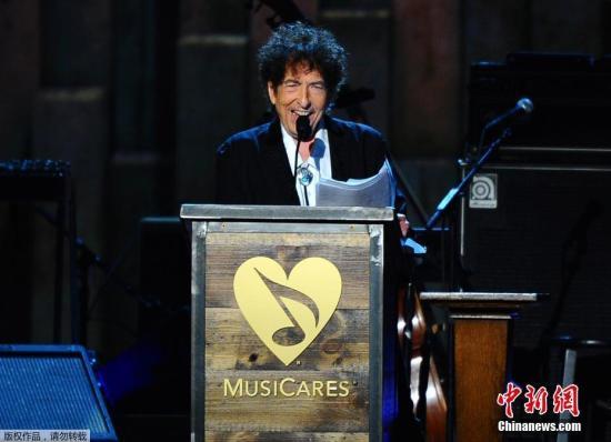 2015年,迪伦在 MusiCares Person Of The Year颁奖典礼上。