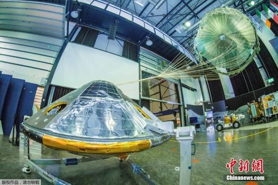 """当地时间10月19日,欧洲空间局(ESA)和俄罗斯航天局联合研制的""""夏帕瑞丽(Schiaparelli)""""火星着陆器,历经7个月多的漫漫太空之旅,成功降落在火星""""子午线平原""""的表面。对火星着陆技术和流程进行的一系列测试,将为欧空局4年后更雄心勃勃的火星探测项目奠定基础。""""夏帕瑞丽""""着陆火星是火星探测计划的一部分,该计划的主要目的是寻找火星上现在和过去曾经存在生命的""""蛛丝马迹""""。"""