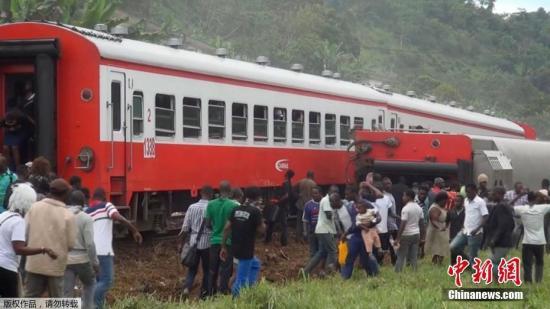 当地时间10月21日,西非国家喀麦隆一列火车在该国两大城市之间行驶时发生出轨事故。