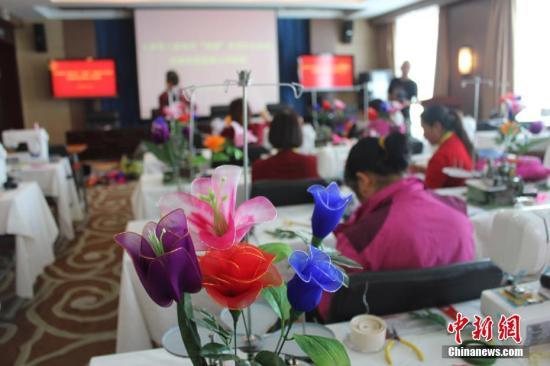 资料图 甘肃贫困妇女创业技能和康复能力培训班。徐雪 摄