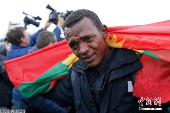 抽泣的埃塞俄比亚灾黎。