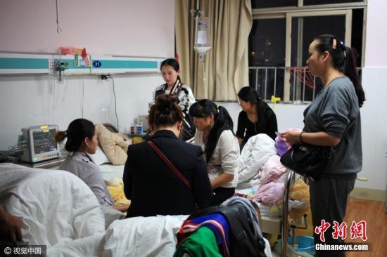 资料图:贵州省贵阳市一家医院住院部大楼的病房。图片来源:视觉中国
