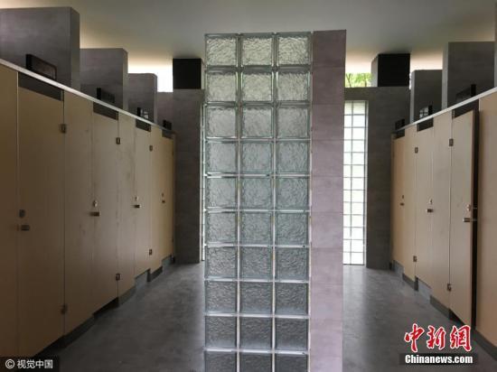 资料图:上海建首座无性别厕所 女厕不再总排长龙 。 图片来源:视觉中国
