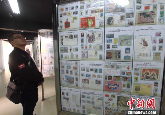 资料图:邮票展。 李珂 摄