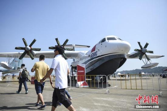 资料图:中国自主研制的大型水陆两栖飞机AG600亮相珠海航展静态展示区。 中新社记者 陈骥�F 摄