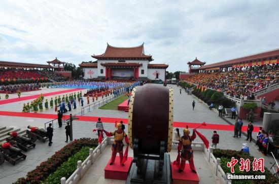 原料图:妈祖典礼在福建省莆田市湄洲岛举走。。 张斌 摄