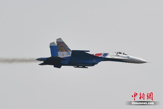 俄国防部:俄战机在波罗的海上空拦截美军轰炸机图片