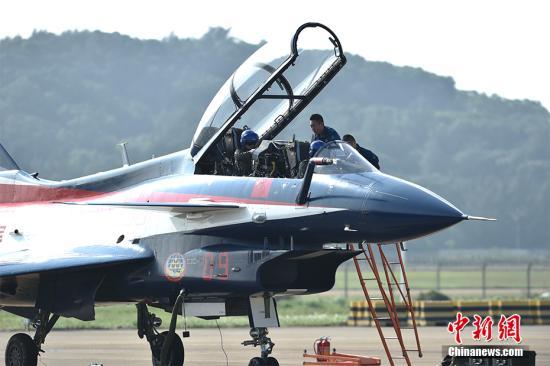 资料图:歼-10整装待发。<a target='_blank' href='http://www.chinanews.com/' >中新网</a>记者 金硕 摄
