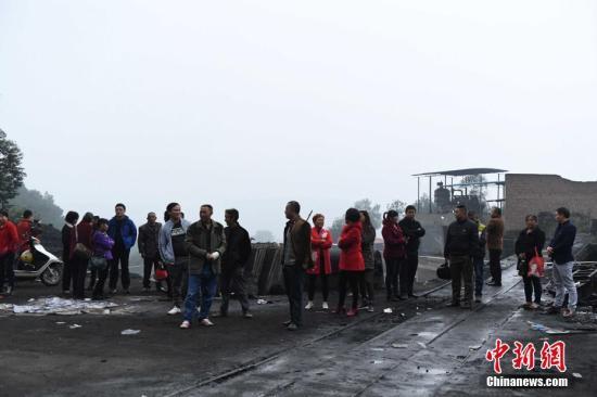 资料图:2016年11月2日,重庆金山沟煤矿瓦斯爆炸事故搜救结束。陈超 摄