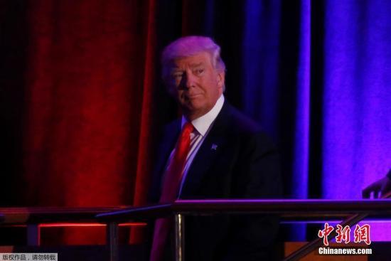 当地时间11月9日,纽约曼哈顿,特朗普大选获胜后现身竞选夜集会地,发表胜选演讲。