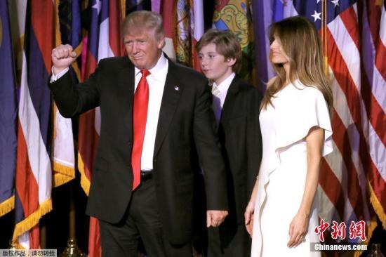 当地时间11月9日凌晨,唐纳德·特朗普宣布,希拉里·克林顿已经致电给他,祝贺他赢得2016美国总统大选。美国共和党总统候选人特朗普成功逆转选前的不利局面,击败民主党候选人希拉里·克林顿。