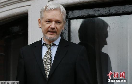 """当地时间11月14日,瑞典首席检察官英格丽德・伊斯格伦抵达厄瓜多尔驻英国大使馆。""""维基解密""""网站创始人阿桑奇悬而未决的性侵案出现新进展,瑞典检方当日在厄瓜多尔驻英国大使馆对阿桑奇展开问讯,迈出对阿桑奇提请刑事诉讼的重要一步。"""