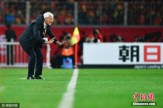 图为里皮场边指挥球员。 图片来源:视觉中国