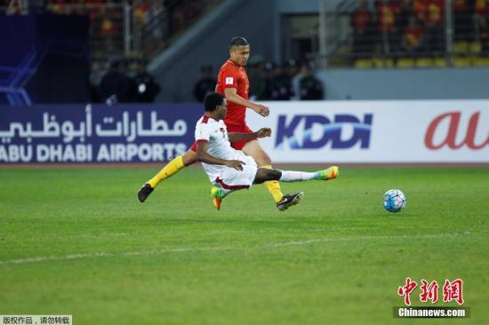 中国队在大部分时间里掌控了比赛,但遗憾未能取得一个进球,最终与卡塔尔队0-0互交白卷。图为张玉宁。