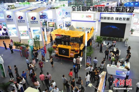 资料图:第十八届中国国际高新技术成果交易会在深圳举行。 中新社记者 陈文 摄