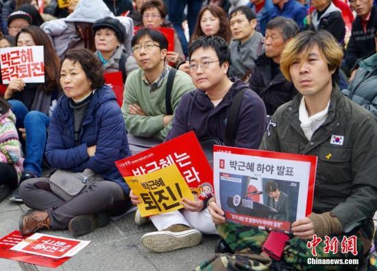 """11月19日,韩国首尔爆发""""亲信干政""""事件后的第四轮大规模集会。"""