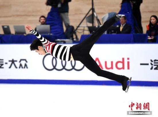 11月19日,2016中国杯世界花样滑冰大奖赛继续在北京举行。图为中国选手金博洋在男子单人滑自由滑比赛中,他以278.54分的总分获得本届比赛的亚军。 中新社记者 侯宇 摄