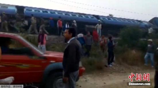 据外媒报道,这列原定从巴特那开往印多尔的特快列车,有14节车厢。
