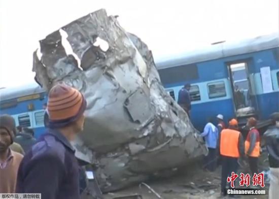 据外媒11月20日报道,印度一列火车在该国北部发生脱轨,目前遇难人数已造成60人死亡,100多人受伤。尚不清楚事故发生的原因。