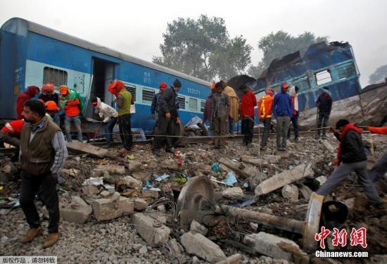 该区域铁路网的发言人则称,很难说清楚事故发生时有多少人在车上,但肯定超过2000人。
