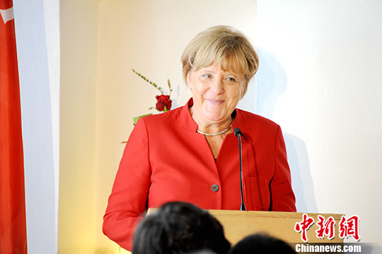 当地时间11月20日晚,德国总理默克尔在柏林正式宣布其将寻求连任基民盟主席,并将在2017年作为该党候选人竞选总理。(资料图片)中新社记者 彭大伟 摄
