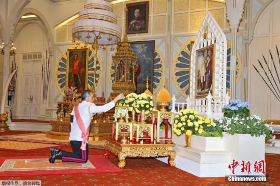 12月1日,泰国哇集拉隆功王储完成即位仪式,正式成为泰国新国王。宫务处当天傍晚公布称,从2日开始,尊称王储为十世王哇集拉隆功陛下。