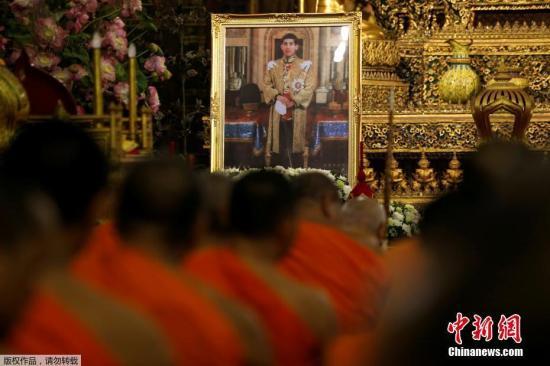 泰国宫务处当天傍晚公布称,从12月2日开始,尊称王储为十世王哇集拉隆功陛下。